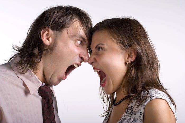 Les couples se cachent et se disputent différemment ! C'est normal.