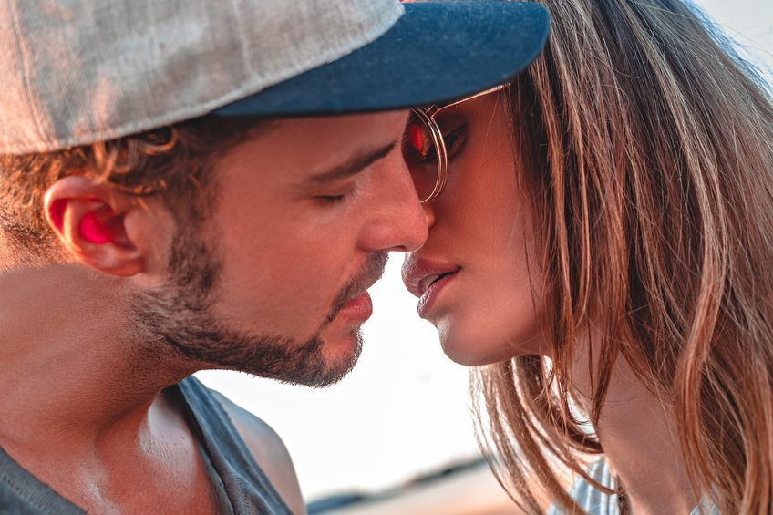 Baisons-nous: les différents types de baisers